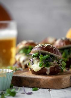 This pumpkin beer brisket melts are smothered in havarti cheese and served on everything pretzel rolls. They are ridiculously delicious! Vegetarian Grilling, Healthy Grilling Recipes, Barbecue Recipes, Tailgating Recipes, Barbecue Sauce, Braised Brisket, Slow Cooker Brisket, Pumpkin Beer, Pumpkin Soup