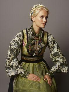 eva_lie2_141521ret Folk Fashion, Vintage Fashion, Womens Fashion, Norwegian Style, Frozen Costume, Folk Costume, Traditional Dresses, A Boutique, Costume Design