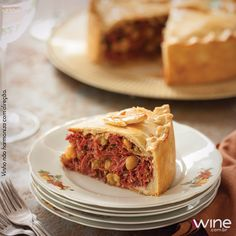 Uma deliciosa torta de grão de bico e carne seca vai muito bem com vinho! #wine #vinho #torta #carne