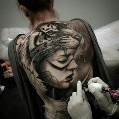 Breathtaking tiger tattoo - 3D illusion back tattoo on TattooChief.com