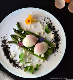 #SousVide Poached Eggs with Grilled Asparagus, recipe by msihua.com