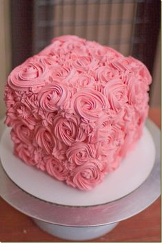 GREAT Rose Swirl Cake tutorial - This is the one for Leah and Jamey's cake! Square Wedding Cakes, Square Cakes, Gorgeous Cakes, Amazing Cakes, Rose Swirl Cake, Rosette Cake, Mothers Day Cake, Box Cake, Cake Tutorial