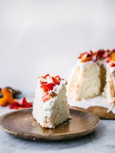 Coconut Angel Food Cake with Greek Yogurt Frosting ~ *omit CoT or sub with lemon juice Greek Yogurt Frosting, Greek Yoghurt, Frosting Recipes, Cake Recipes, Angel Food Cake, Angel Cake, Tapas, Summer Cakes, Healthy Comfort Food