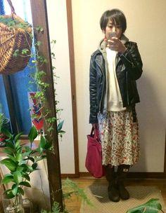 1月21日 UNIQLOイネス花柄スカート&スウェットにプチプラライダースのミックススタイル