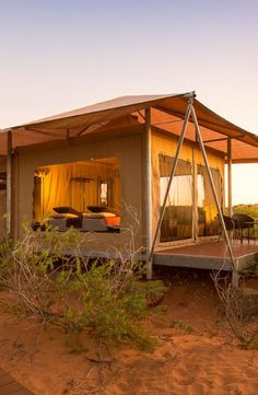 Lovely Tent Rental for Luxury Camping in Broome, Western Australia Eco Beach Glamping Resort, Australia Camping Glamping, Luxury Camping, Camping Hacks, Camping Ideas, Tent Living, Outdoor Living, Bell Tent Camping, Campsite, Cabin Tent