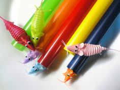 Plastic straw pipe and mouse Recycle Crafts, Diy And Crafts, Crafts For Kids, Recycling, Plastic Straw Crafts, Plastic Art, Origami, Straw Art, Recycled Art