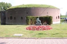 Fort ossemarkt and the memorial statue Amsterdam, Dutch, Gazebo, Outdoor Structures, Statue, Kiosk, Dutch People, Sculpture, Sculptures