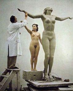 Josef Thorak (1889-1952) - Josef Thorak and model