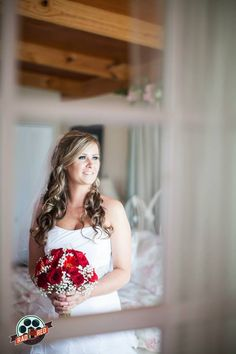 Perfect reflection shot!!  #makeyourweddingrad #weddingphoto #weddingphotography #tampaweddingphotographer #tampaphotographer #floridawedding #radred #brideportraits #bridalportraits #bride #tampaweddingphoto #tampaweddingphotography #wppi #ppa #radredcreative