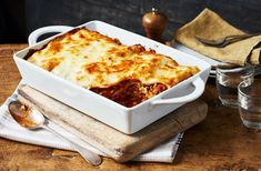Comfort food doesn't get more classic than simple lasagne featuring rich beef & creamy sauce. Find lasagne recipes & Italian recipes at Tesco Real Food. Lasagne Recipes, Easy Lasagna Recipe, Easy Pasta Recipes, Healthy Recipes, Dinner Recipes, Easy Meals, Cooking Recipes, Dinner Ideas, Homemade Lasagna