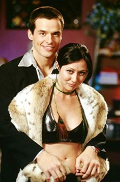 Shannen Doherty and Antonio Sabato Jr. in Charmed Serie Charmed, Charmed Tv Show, Holly Marie Combs, Rose Mcgowan, Alyssa Milano, Shannen Doherty Charmed, Phoebe And Cole, Charmed Sisters, Amanda Bynes