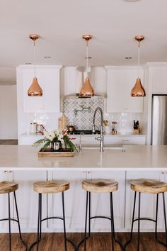 a clean kitchen before a simple gingerbread house decoration party – Kitchen Ideas – Modern Life Kitchen, Home Decor Kitchen, Kitchen Ideas, Kitchen Island, Kitchen Wood, Sofa In Kitchen, Home Interior, Interior Design, White House Interior