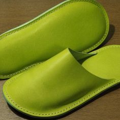 Leather Sandals, Shoes Sandals, Triangle Bag, Flat Shoes, Leather Working, Travel Style, Casual Shoes, Slippers, Lady