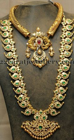 Pachi work mango mala, studded with emeralds all over, two step designer pendant. India Jewelry, Temple Jewellery, Gold Jewelry, Gold Necklaces, Antique Necklace, Antique Jewelry, Indian Jewellery Design, Jewelry Design, Jewelry Patterns