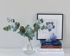 Kjøkkenet vårt – Villafunkis.no Floating Nightstand, Buffet, Glass Vase, Plants, Instagram, Home Decor, Modern, Floating Headboard, Decoration Home