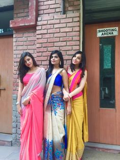Check out this post - COLLEGE FAREWELL SAREE - MY STYLE created by Yuktibakshiii and top similar posts, trendy products and pictures by celebrities and other users on Roposo. Simple Sarees, Trendy Sarees, Stylish Sarees, Farewell Sarees, Farewell Dresses, Saree Draping Styles, Saree Styles, Saree Blouse Patterns, Saree Blouse Designs