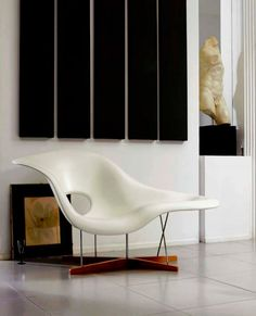 CHARLES & RAY EAMES, La Chaise lounge chair, 1948. Fiber glass, steel and wood. / Archiexpo