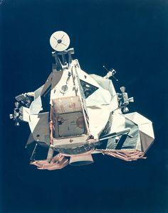 La exploración espacial siempre ha sido una gran oportunidad de propaganda para cualquier país. El aterrizaje en la Luna de las misiones Apolo lo fue para EE.UU. en su pulso con la Unión Soviética. Por eso siempre estamos acostumbrados a ver fotos casi perfectas de esa hazaña. Estas otras son todo lo contrario.