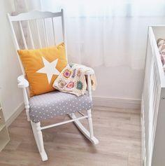 Nos encanta la mecedora que restauró @facilysencillo con #autenticochalkpaint para la habitación de su pequeña Noa. #autenticopaintspain #chalkpaint #autenticospain #chalkpaintes #laliwhite #laiablanco