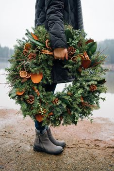 Holiday Wreath : Mixed evergreen wreath with magnolia, dried oranges, and cinnamon sticks. Photo by andiwardrop Noel Christmas, Rustic Christmas, Winter Christmas, All Things Christmas, Christmas Crafts, Christmas Decorations, Holiday Decor, Christmas Swags, Primitive Christmas
