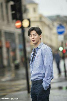 Rowoon fascinating with romantic photos taken in rain Cute Korean Boys, Asian Boys, Drama Korea, Korean Drama, Neoz School, Sf 9, Fnc Entertainment, Korean Star, Kdrama Actors