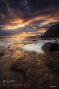 Atardecer en Azkorri Shared by juanjobasurto on July 2016 at Link Beautiful Sky, Beautiful Landscapes, Beautiful Pictures, Hawaiian Sunset, Ocean Sunset, Landscape Photography, Nature Photography, Hudson River School, Quelques Photos