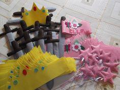 Fiesta de princesas y príncipes!!! Coronas y varitas para ellas y Coronas y espadas para ellos, todo en fieltro. Diseñado y realizado por Mi Rincón de Fieltro. Búscame en facebook!!!