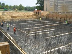 Types of Foundation - Mat Foundation Mat Foundation, Footing Foundation, Building Foundation, Concrete Staircase, Concrete Wall, Building Structure, Building A House, Different Types Of Foundations, Porches