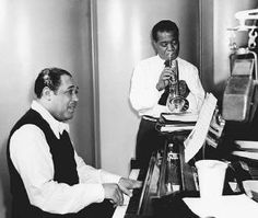 Musicians Duke Ellington, left, and Louis Armstrong. The masters. Jazz Artists, Jazz Musicians, Duke Ellington, Cool Jazz, American Freedom, Louis Armstrong, Cotton Club, Jazz Age, Film Music Books