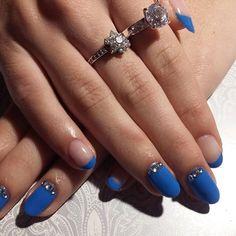 Hybrydy w kolorze #semilac019 i #semilac002 od @semilac #hybryda #hybridnails #bluenails #bluefrench #frenchnails #semilac #lakierkoweszalenstwo #nails #nailpl #naillove