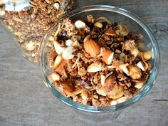 I like to make my own almond milk but for some time I didn't know what to do with the left over pulp. Here's a wonderful recipe for how to use that pulp and make a delicious almond granola. Almond Pulp, Wonderful Recipe, Granola, Acai Bowl, Oatmeal, Stuffed Mushrooms, Vegetables, Breakfast, Recipes