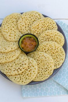 A thousand holes of pancakes (Baghrir / Gringo) - The World on your Plate - Recipe for Moroccan thousand hole pancakes (Baghrir). Easy to make and clearly described, a party t - Tapas, Morrocan Food, Vegetarian Recepies, Peanut Butter Sandwich, Good Food, Yummy Food, Go For It, Vegan Bread, Food Platters