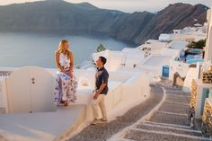 Santorini sunset photo shoot.#santoriniphotographer #santorinisunset #sunset #greece #honeymoon #elope #elopement #whattodo #santorini #couplephotoshoot #photosession #destination #postwedding