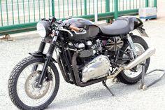 Triumph Cafe Racer, Triumph Motorcycles, Custom Motorcycles, Thruxton Triumph, Cafe Racers, British Motorcycles, Retro, Wheels, English