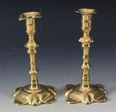 2 rokokkolysestaker i messing, 1700 t. H: 20 cm. Candle Holders, Candles, Catalog, Candlesticks, Candelabra, Candle, Lights, Candle Stands, Candle Stand