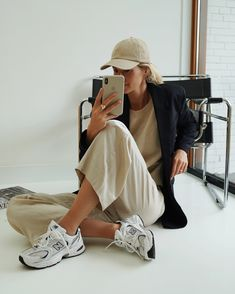 We've rounded up the boring (but brilliant) cute and affordable clothes to shop for a well rounded summer wardrobe. Retro Fashion, Girl Fashion, Fashion Design, Minimal Fashion, Chic Summer Style, Casual Summer, Summer Outfits, Cute Outfits, Winter Outfits