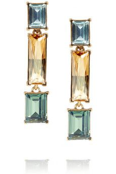 Never forget to bring a camera (or have your smartphone fully charged) to record the memories of an amazing night. These Oscar de la Renta earrings need to be in your pics.