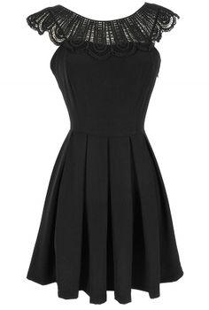 Crochet Lace Collar Pleated Dress in Black