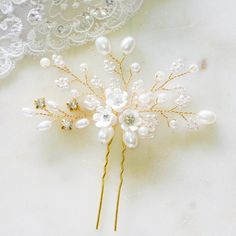 Lexi Pearl & Flower Bridal Hair Pin in Gold- The Luxe Bride Co