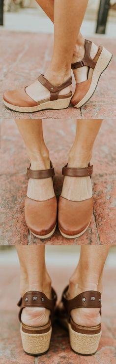 Pin van Gaby Snel op Shoeshop Sleehakken, Hakken en Schoenen
