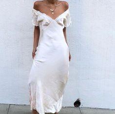 Romantic antique off the shoulder ivory silk slip dress. Fashion Killa, Look Fashion, Fashion Beauty, Fashion Outfits, Womens Fashion, Spring Fashion, Girl Fashion, Beste Jeans, Street Style Outfits