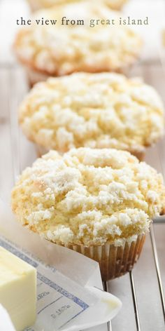 Lemon muffins with a streusel topping are like rays of sunshine ~ these muffins are light, tender and so delicious for breakfast, brunch, or snacking. Lemon Blueberry Muffins, Strawberry Muffins, Muffin Recipes, Cake Recipes, Dessert Recipes, Breakfast Cake, Breakfast Dishes, Delicious Desserts, Yummy Food