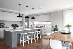 Dreamy kitchen from our Signature by Metricon customer home. design hamptons Kitchen - Metricon Customer Home - Candice and Jeremy Home Decor Kitchen, New Kitchen, Home Kitchens, Coastal Kitchens, Rustic Kitchen, Hamptons Kitchen, Hamptons House, Kitchen Cabinet Design, Interior Design Kitchen
