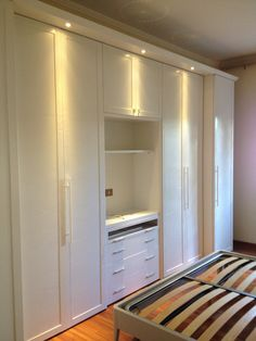 Bedroom Cupboard Designs, Bedroom Closet Design, Bedroom Cupboards, Master Bedroom Closet, Small Room Bedroom, Closet Designs, Home Decor Bedroom, Wardrobe Wall, Wardrobe Furniture