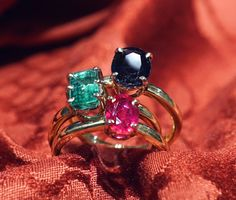 Columbine 3 Rings Simple and elegant, single or coupled these jewels are in 18 carats yellow gold with settings in white gold, precious stones chosen by the customer (in pictures emerald sapphire and ruby)