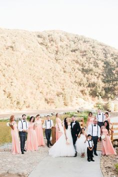 Vintage glam mountain wedding: http://www.stylemepretty.com/little-black-book-blog/2014/07/25/vintage-glam-mountain-wedding/ | Photography: http://candicebenjamin.com/