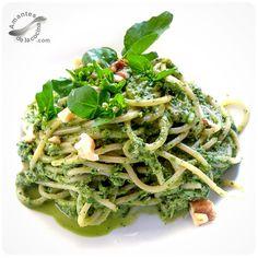 Espaguetis con pesto de berro.  http://amantesdelacocina.com/cocina/2015/06/espaguetis-con-pesto-de-berro/