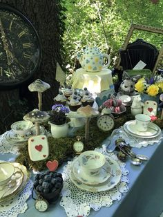 Burger Bar, Taco Bar, Buffet Party, Toilet Decoration, Monster Cookie Bars, Tea Party Theme, Alice In Wonderland Tea Party, Mad Hatter Tea, Afternoon Tea