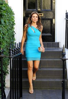 Elizabeth Hurley, Elizabeth Jane, Girl Celebrities, Beautiful Celebrities, Beautiful Women, Indian Look, Versace Dress, Sexy Legs, Mannequin