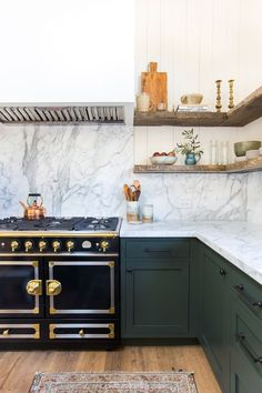 See why green kitchen cabinets are having a moment right now. Browse stunning spaces that utilize the hue and get paint ideas for your own kitchen. Dark Green Kitchen, Green Kitchen Cabinets, Farmhouse Cabinets, White Cabinets, Kitchen Shelves, Kitchen Island, Cute Kitchen, New Kitchen, Kitchen Decor